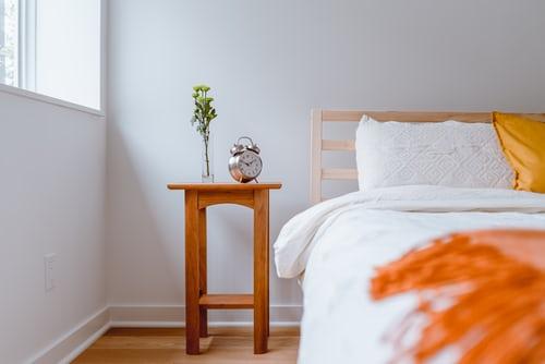 dřevěná postel1