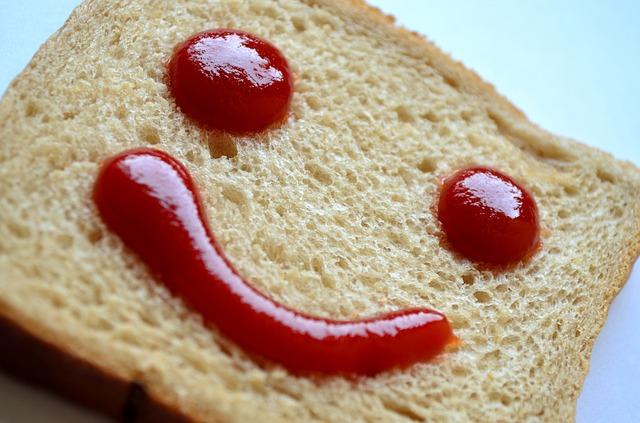 chléb s kečupem.jpg