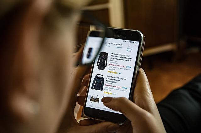 nákup, nákup online, oblečení, mobilní telefon
