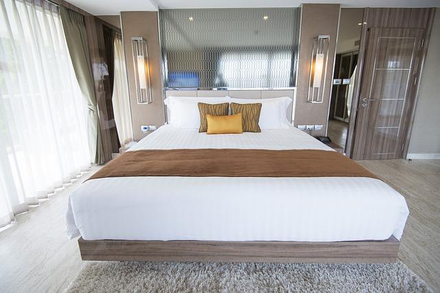 moderní bílo-hnědá ložnice