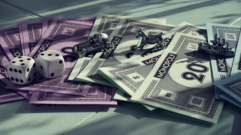 peníze v Monopoly